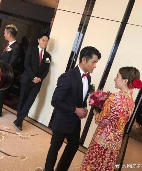 Cuối cùng cô dâu hotgirl đã xuất hiện, Quách Phú Thành nghẹn ngào xúc động trong hôn lễ - Ảnh 4.