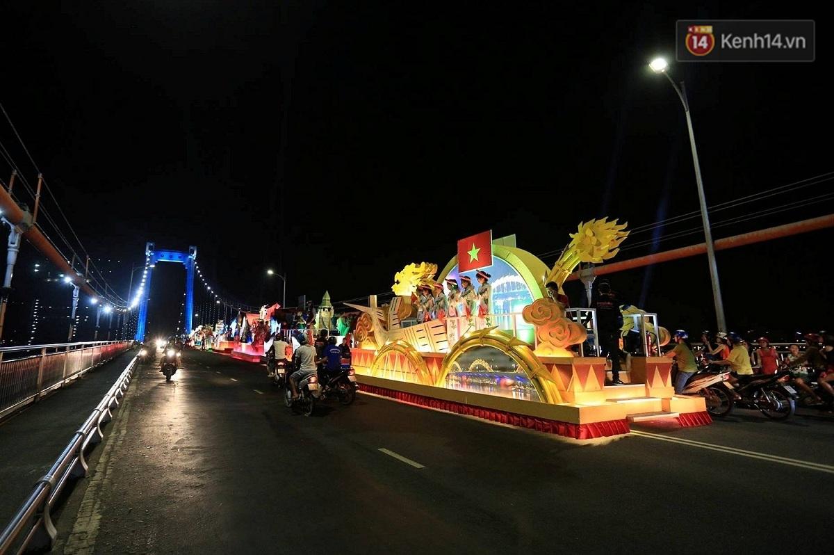 Hàng vạn người đổ ra đường hòa mình cùng lễ hội đường phố cực sôi động ở Đà Nẵng - Ảnh 8.