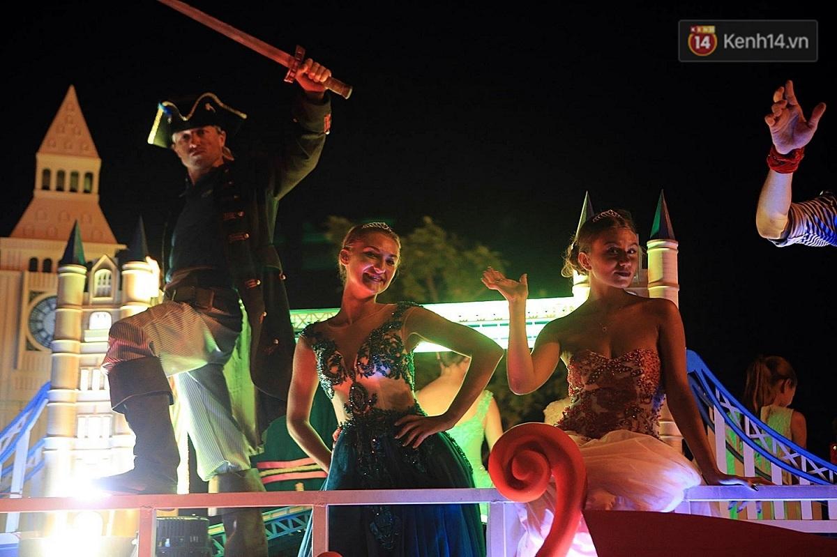 Hàng vạn người đổ ra đường hòa mình cùng lễ hội đường phố cực sôi động ở Đà Nẵng - Ảnh 11.