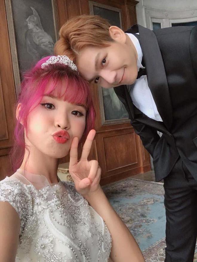 HOT: Khởi My e ấp, Kelvin Khánh để tóc dài lãng tử trong hậu trường chụp ảnh cưới - Ảnh 7.