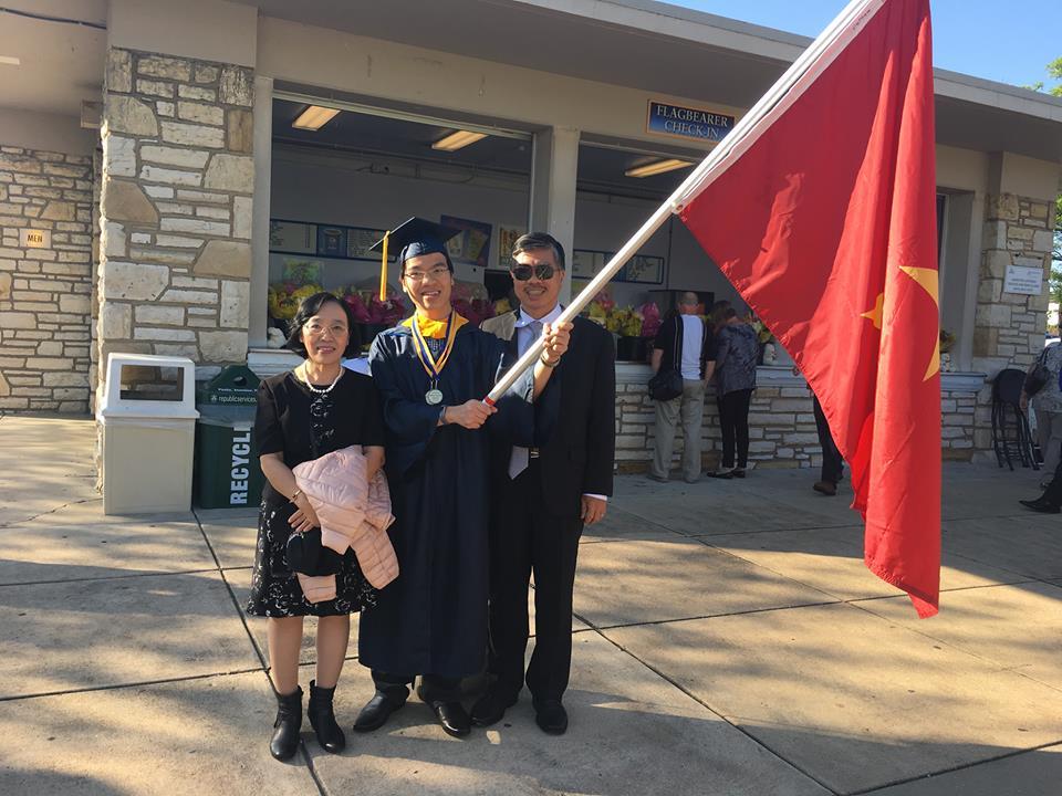 Kỳ thủ Lê Quang Liêm tốt nghiệp loại xuất sắc Đại học Mỹ - Ảnh 1.