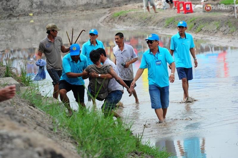 Chùm ảnh: Những pha té ngã không thương tiếc trên đường đua bò vùng Bảy Núi - Ảnh 8.