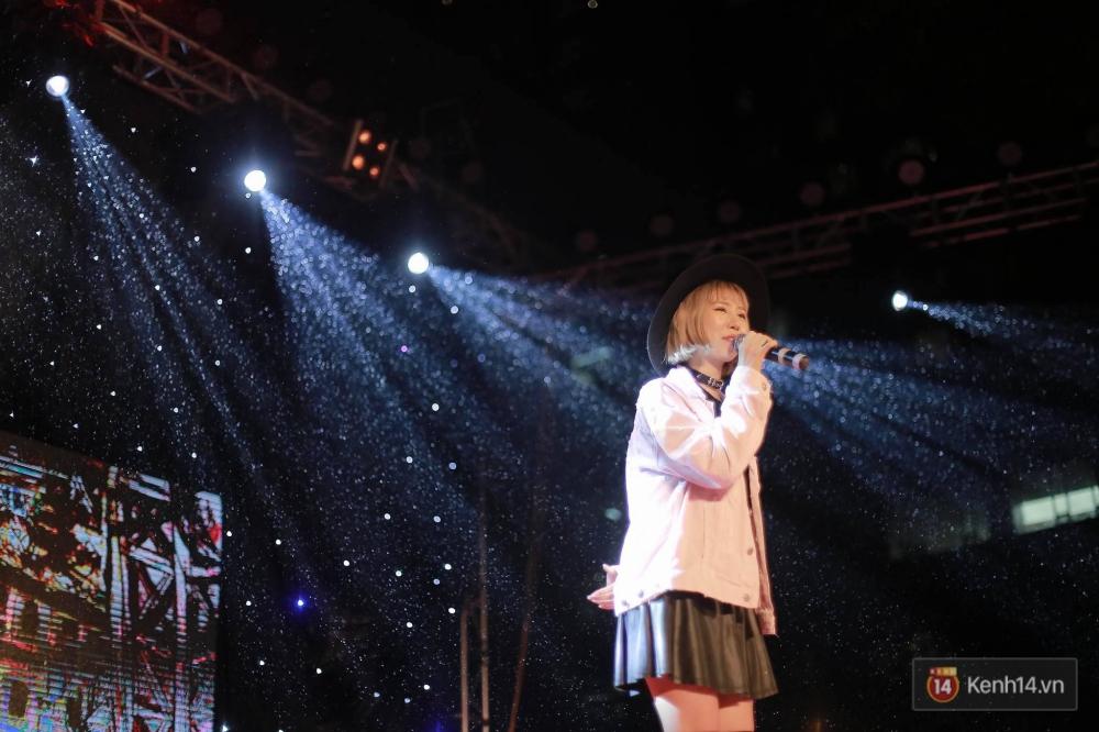 Xuất hiện bất ngờ tại đêm hội Made In 12 của Amser, Min gây náo loạn với bản hit Yêu - Ảnh 2.