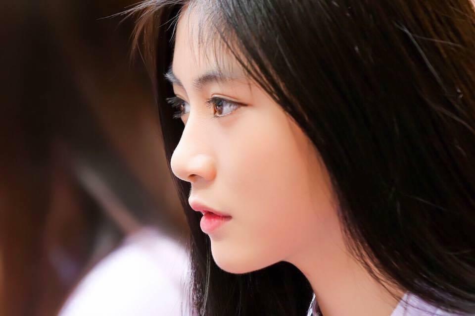 Con gái Việt vẫn xinh đẹp và dịu dàng nhất khi mặc áo dài trắng! - Ảnh 9.
