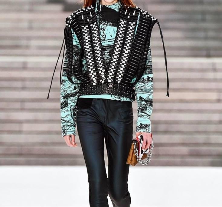 Người mẫu tố bị Louis Vuitton bắt chỉ được uống nước 24 giờ, rồi vẫn tống cổ vì... quá béo - Ảnh 6.