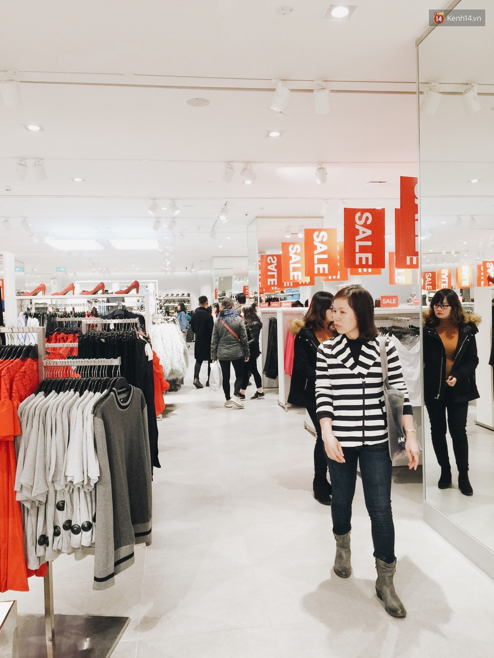 Thông báo sale tới 50%, H&M khiến tín đồ thời trang Hà Nội hụt hẫng vì sale quá ít đồ và không sale đồ Đông - Ảnh 9.