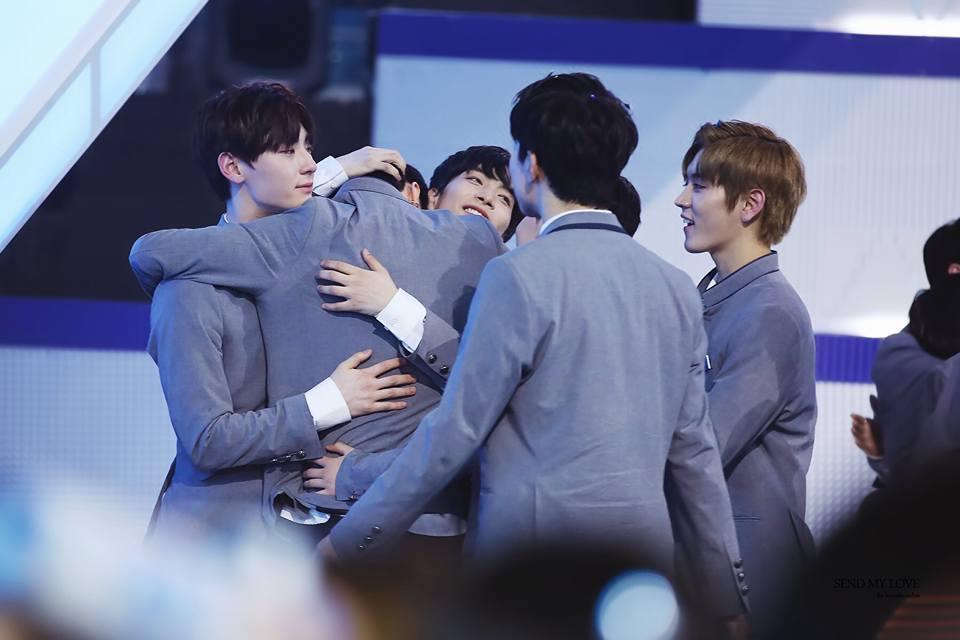 Khóc nhiều không kém fan khi Jonghyun (NUEST) bị loại khỏi Produce 101, chàng trai đó là ai? - Ảnh 2.
