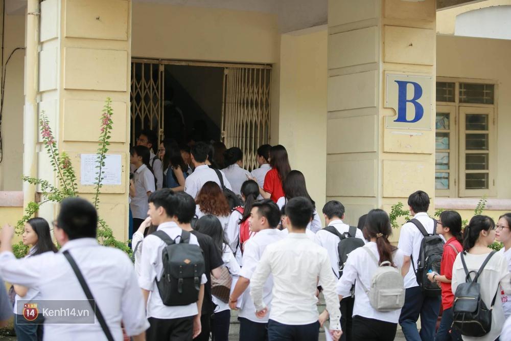 Hơn 866.000 thí sinh làm thủ tục chính thức bước vào kỳ thi THPT 2017 - Ảnh 16.