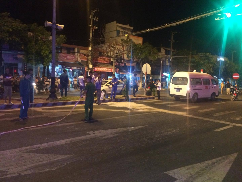 Đà Nẵng: Va chạm kinh hoàng trong đêm, nam thanh niên bị xe tải