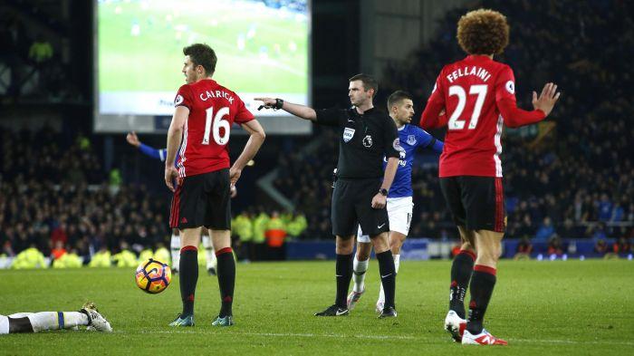 Trọng tài mang đến điềm lành cho Liverpool trước đại chiến Man Utd - Ảnh 2.