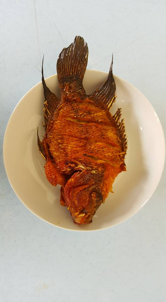 Chàng trai chơi trội rán cá La Hán hàng chục triệu đồng thưởng thức cho sang mồm - Ảnh 5.
