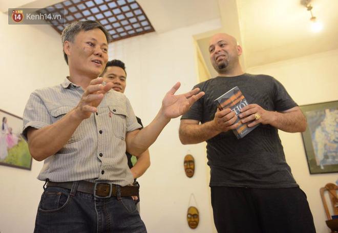 Cao thủ Vịnh Xuân Flores đến tận nhà, tặng quà cho võ sư Đoàn Bảo Châu - Ảnh 2.