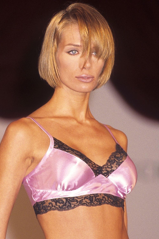 Cách makeup của thiên thần Victorias Secret 2 thập kỷ qua: luôn đơn giản, tự nhiên nhưng sexy đến tột cùng - Ảnh 1.