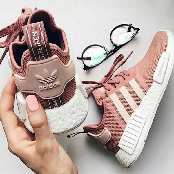 8/3 mà được tặng 1 trong 4 đôi sneaker màu hường siêu xinh này thì tuyệt vời ông mặt trời! - Ảnh 3.