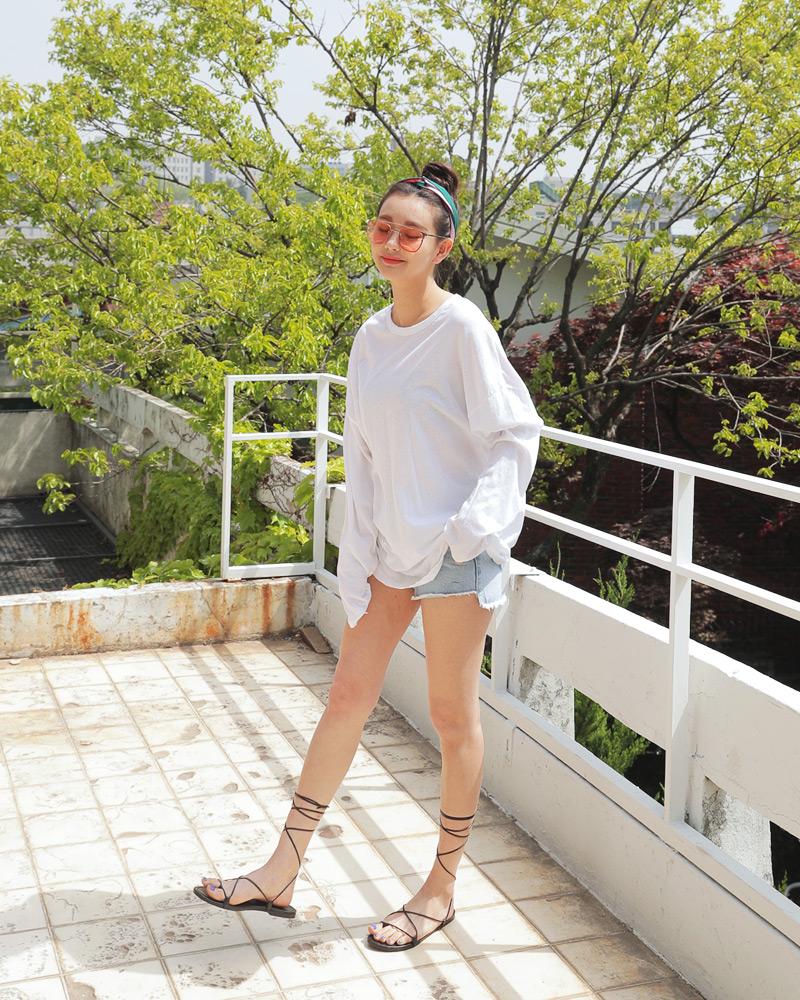 Mùa hè nhất định phải mặc jean shorts rồi, mix thế nào cũng đẹp ngất ngây thế này kia mà! - Ảnh 6.