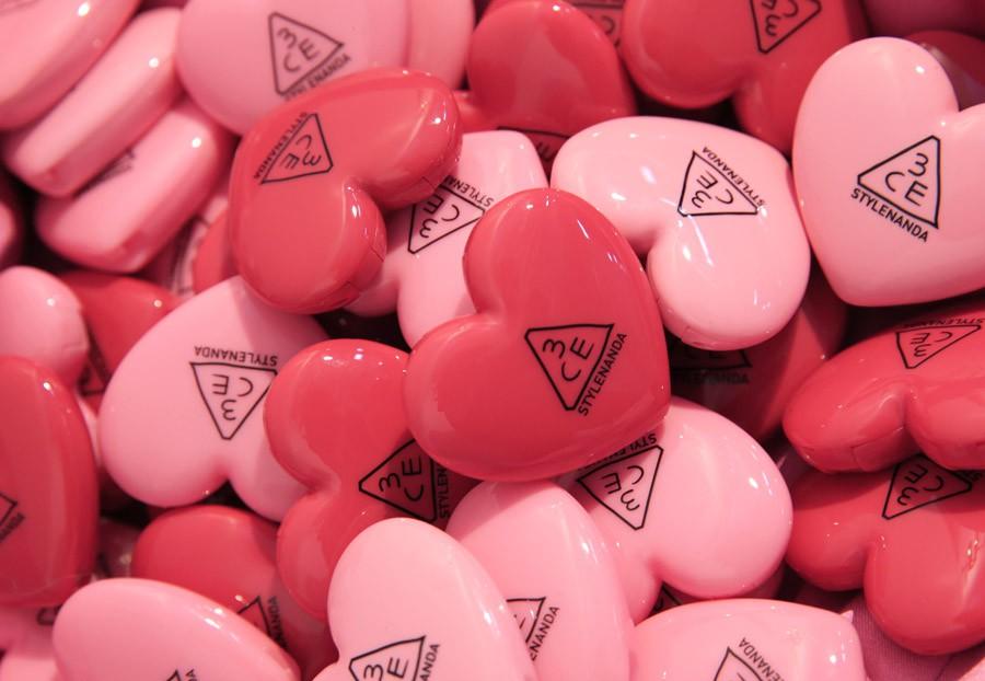Sau son hoa hồng giá rẻ, 3CE tiếp tục tung son dưỡng có màu hình trái tim giá 165.000 VNĐ - Ảnh 4.