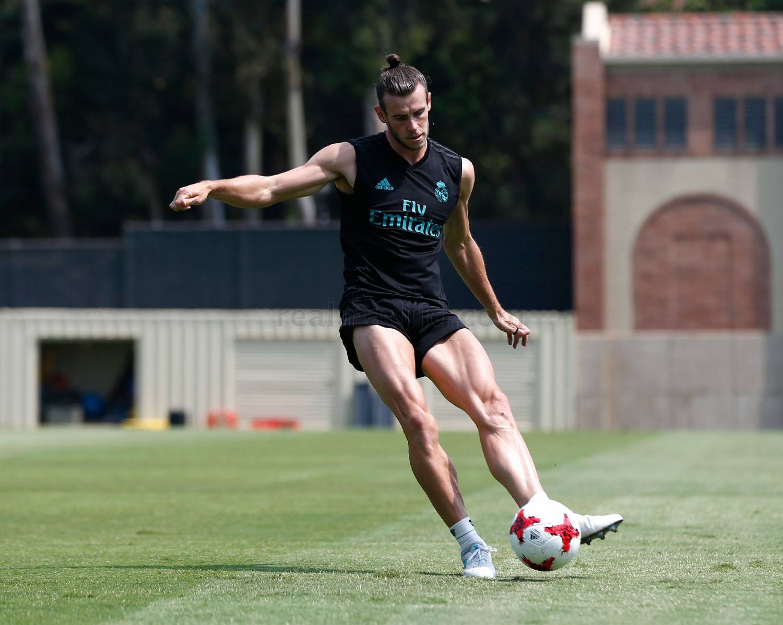 Gareth Bale khoe cơ bắp siêu khủng trong buổi tập trên đất Mỹ - Ảnh 3.