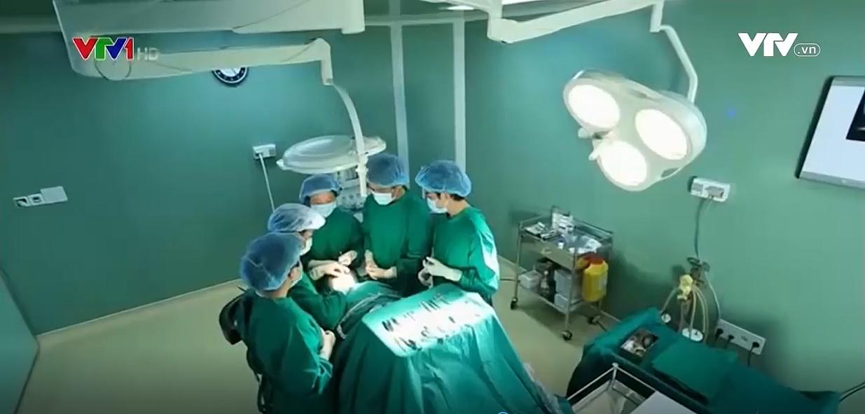 Vì ngoại hình, cô gái thông thạo 3 thứ tiếng vẫn không xin được việc dù đã qua 45 lần phẫu thuật - Ảnh 4.
