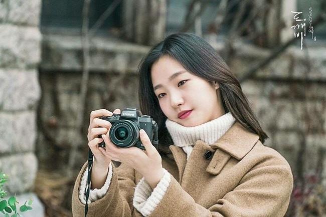 Son màu hồng đất Kim Go Eun diện trong Goblin gây sốt, con gái Hàn thi nhau sắm - Ảnh 2.