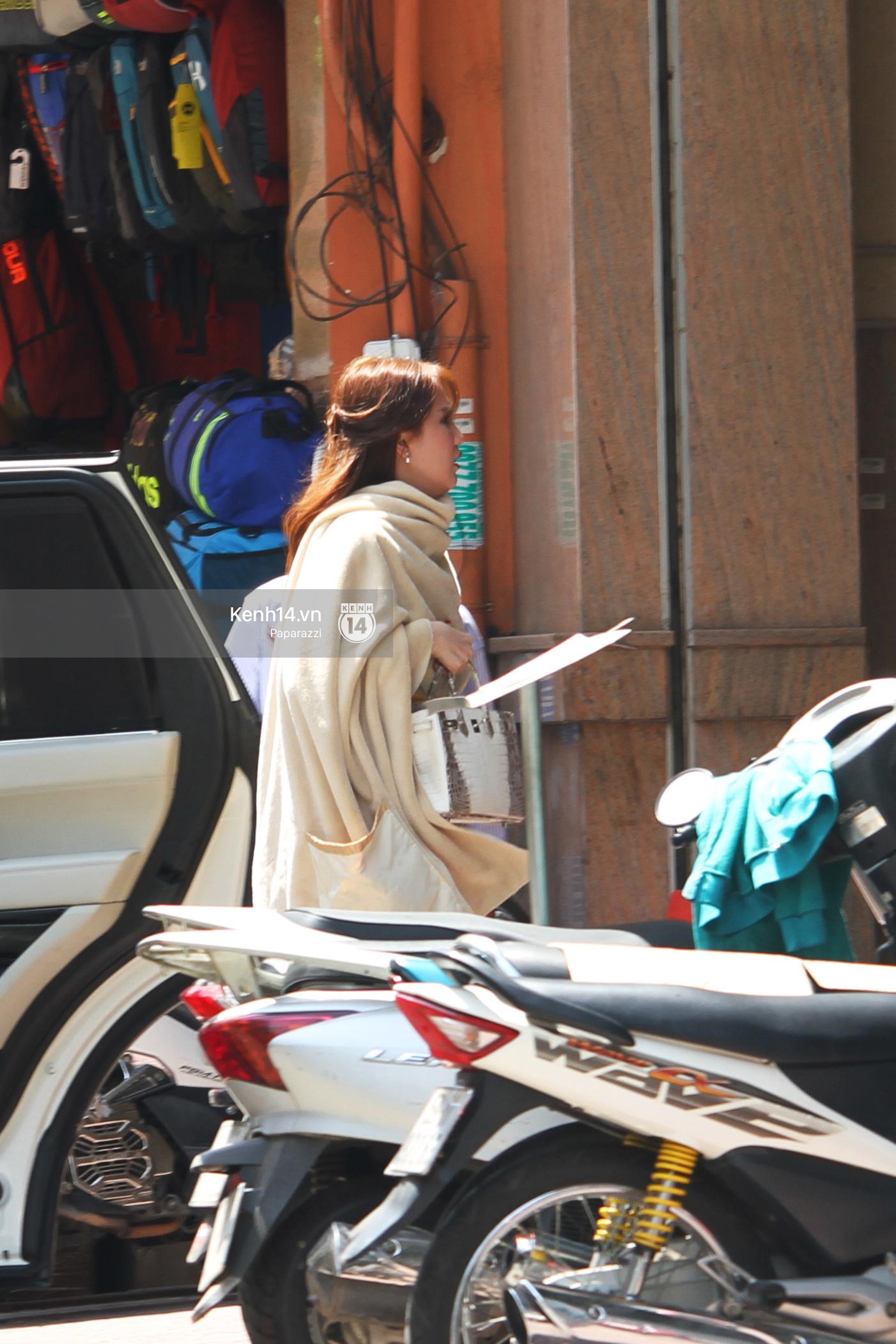 Ngọc Trinh trùm kín khi xuất hiện trên phố, đi ăn chay và làm đẹp - Ảnh 2.