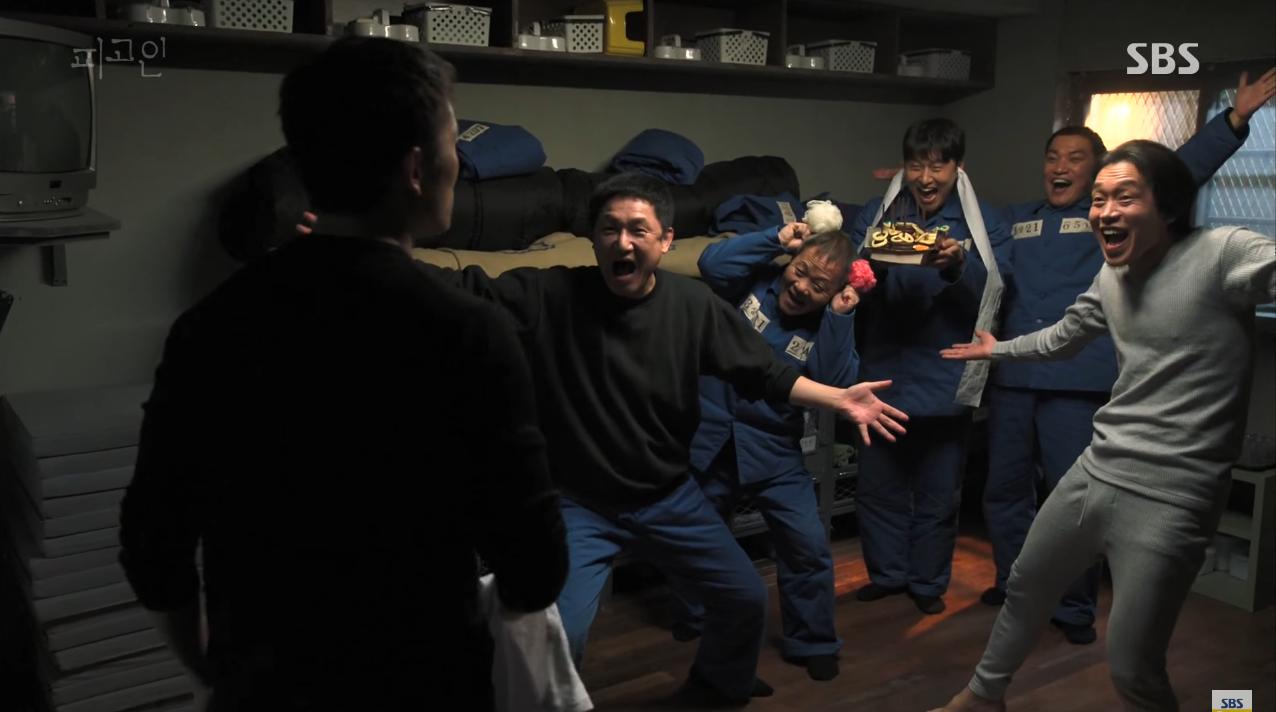 Xin giới thiệu cẩm nang vượt ngục của xì trum xanh Ji Sung trong Bị Cáo! - Ảnh 2.