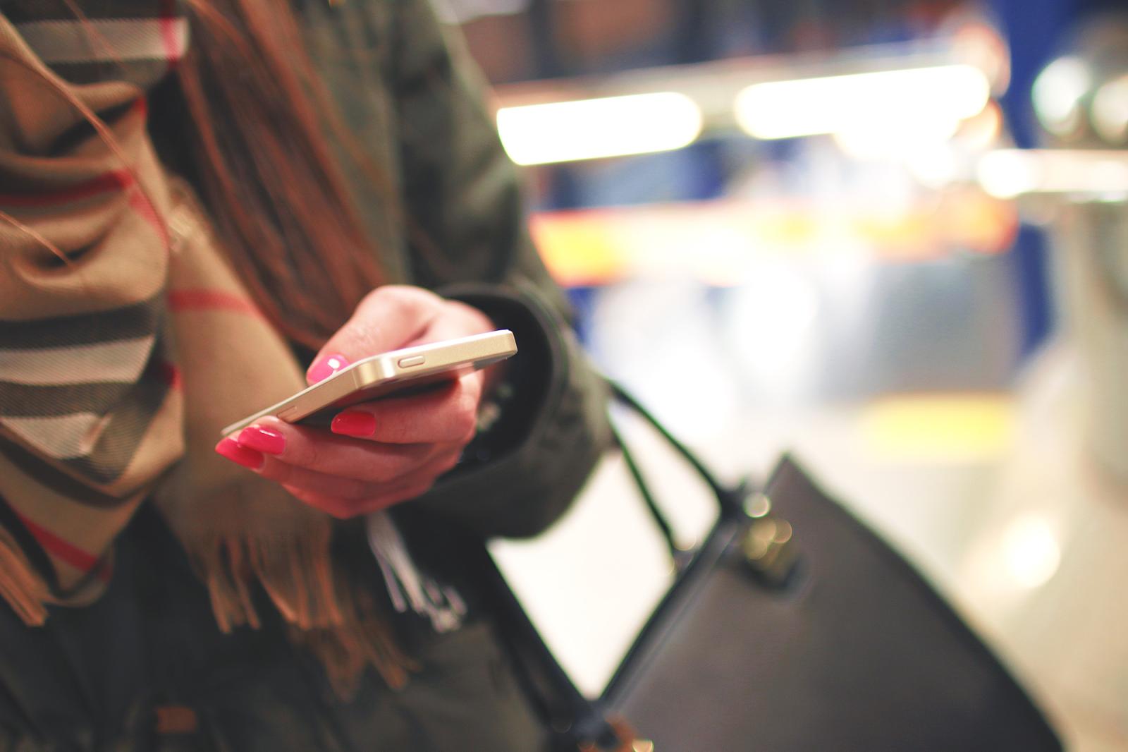 Cua nhau bằng tin nhắn: Tưởng không dễ mà lại dễ không tưởng - Ảnh 2.
