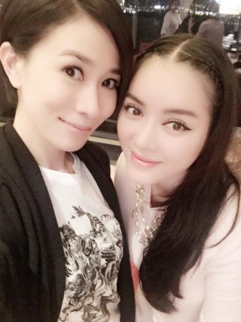 Những sao Việt khiến fan phát hờn vì quá thân thiết với sao quốc tế - Ảnh 15.