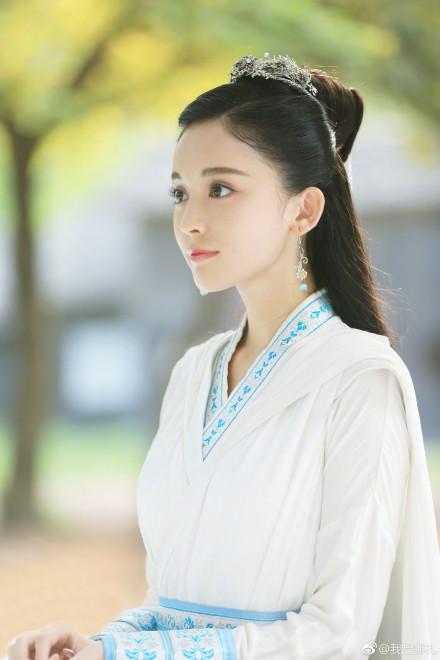 """""""Trạch Thiên Ký"""": Luhan đau lòng """"thoa son"""" cho Cổ Lực Na Trát - Ảnh 2."""