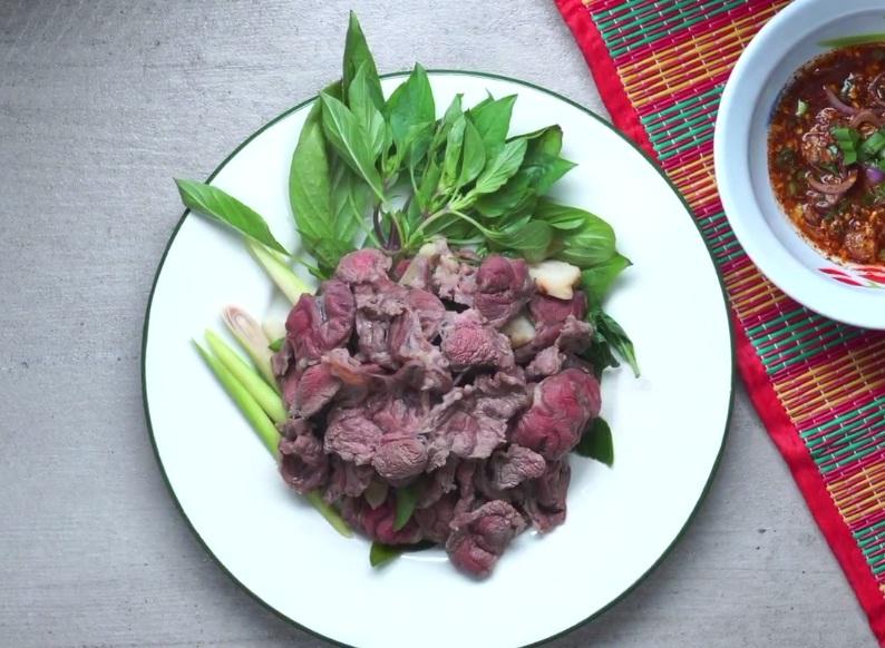 Thịt bò tái kiểu Thái lơm lừng: làm rất dễ mà lại không dầu mỡ - Ảnh 10.