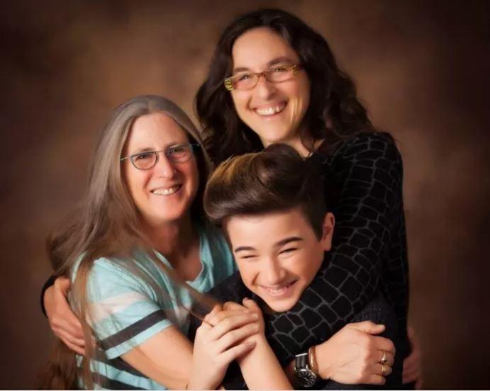 Khi bạn có 2 người mẹ trong cuộc đời, thế giới cũng tuyệt vời và ngập tràn hạnh phúc - Ảnh 2.