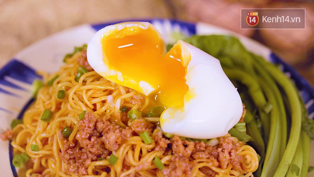 Mì trộn trứng lòng đào ngon hơn cả ngoài hàng với công thức siêu dễ - Ảnh 12.