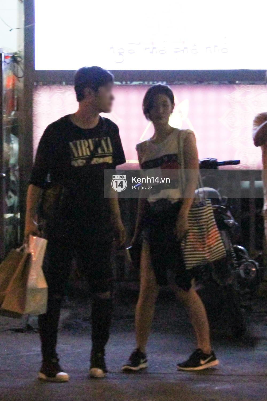 Nữ thần sắc đẹp thế hệ mới Jung Chae Yeon thoải mái đi mua sắm và ăn kem ở trung tâm thương mại đông người tại Việt Nam - Ảnh 2.