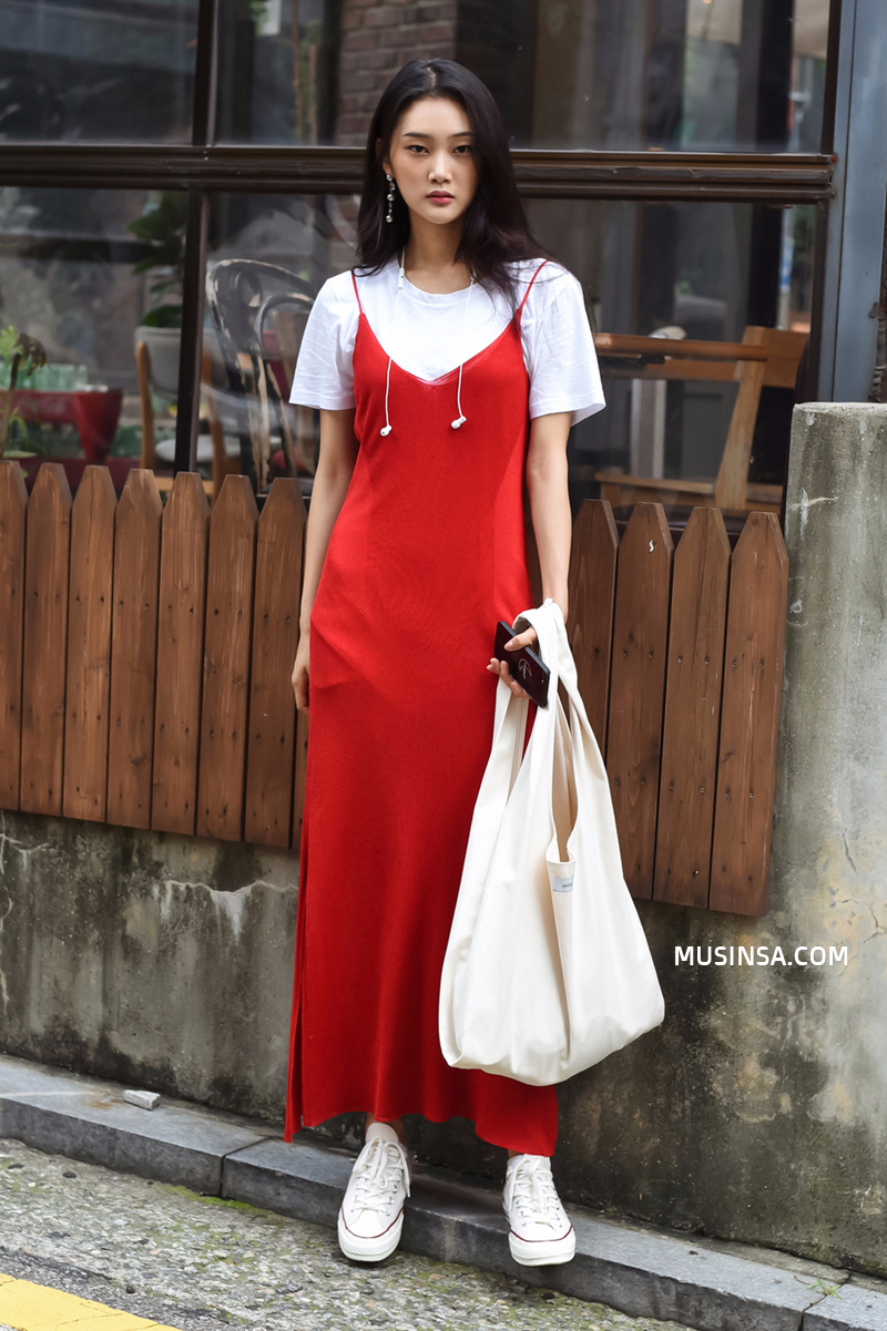 Áo phông, quần jeans, layering - 3 yếu tố đinh trong cách mix đồ chớm thu của giới trẻ Hàn - Ảnh 3.