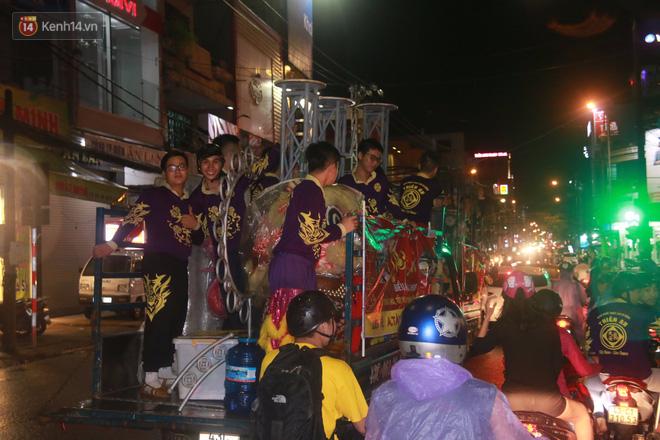 Đà Nẵng: Không khí rộn ràng khắp mọi tuyến đường khi các đội múa lân tràn ra giữa đường biểu diễn - Ảnh 16.