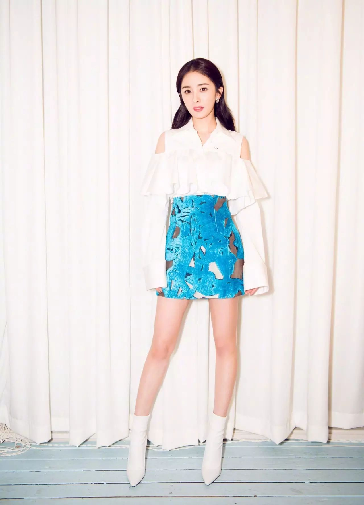 Nổi tiếng mặc đẹp nhưng Dương Mịch cũng từng có vô số pha mặc lỗi chẳng muốn nhìn lại như thế này - Ảnh 1.