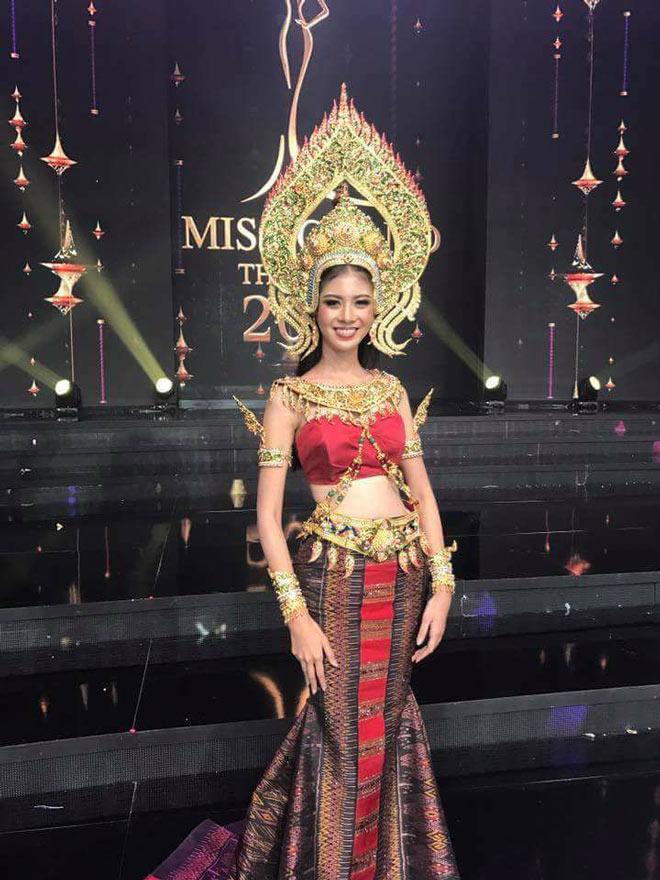 Trang phục truyền thống bó sát khiến thí sinh Miss Grand Thái Lan 2 lần bị ngã trên sân khấu - Ảnh 3.