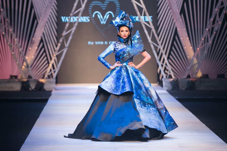 VIFW ngày 1: Kim Dung mở màn xuất sắc, vedette Thanh Hằng xuất hiện siêu chất trong show của Công Trí - Ảnh 17.