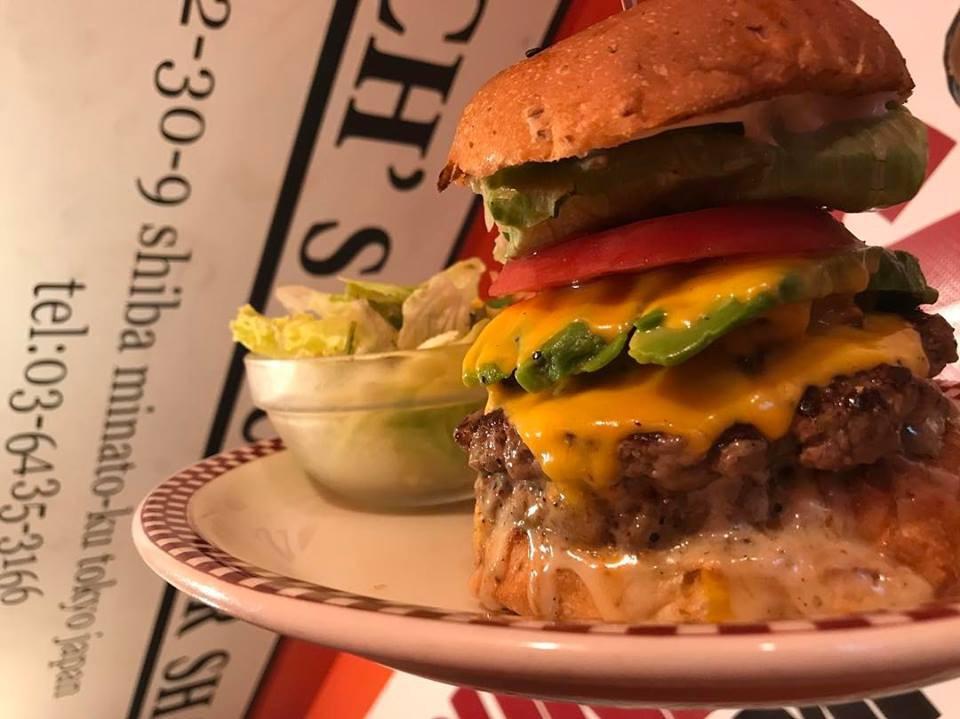 Chiếc hamburger tổng thống Mỹ Donald Trump từng ăn đang được bán đắt như tôm tươi ở Nhật Bản - Ảnh 6.