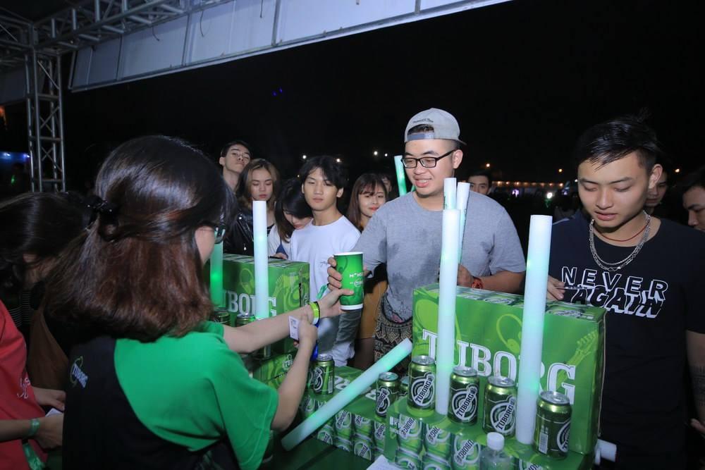 """Hoàng Touliver, SlimV cùng các nghệ sĩ quốc tế làm bùng nổ đêm nhạc đầu tiên của """"Monsoon Music Festival 2017 by Tuborg"""" - Ảnh 4."""