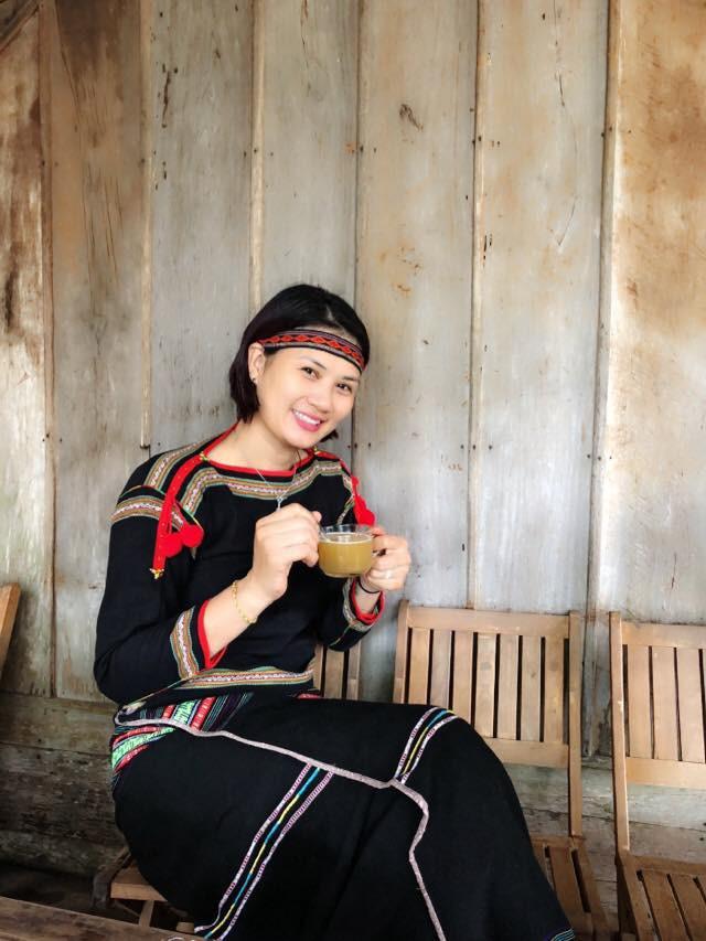 Hoa khôi bóng chuyền Kim Huệ hóa sơn nữ xinh đẹp giữa núi rừng Tây Nguyên - Ảnh 4.