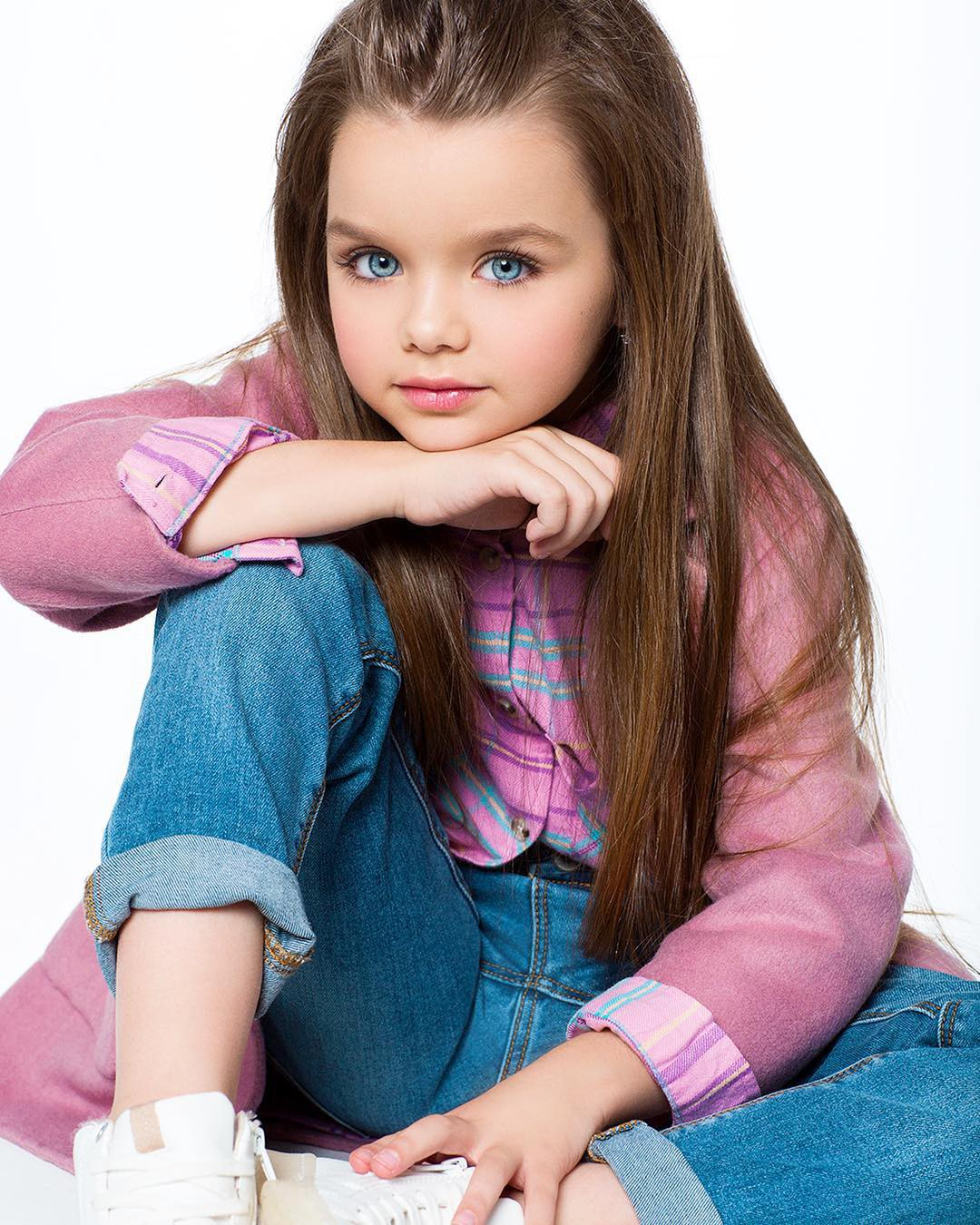 Chiêm ngưỡng dung nhan của bé gái xinh nhất thế giới - Ảnh 3.