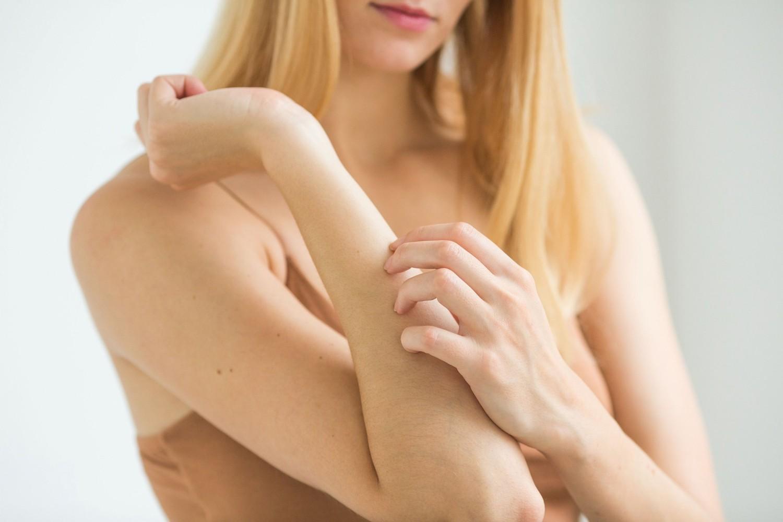 Những dấu hiệu cho thấy cơ thể bạn đang gặp căng thẳng quá mức - Ảnh 2.