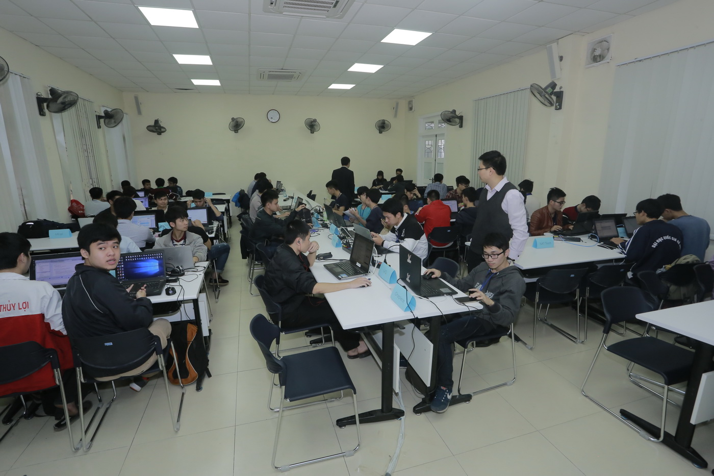 Khai mạc UET Hackathon 2017 - Nơi các anh tài công nghệ được hội tụ và thỏa sức sáng tạo - Ảnh 15.