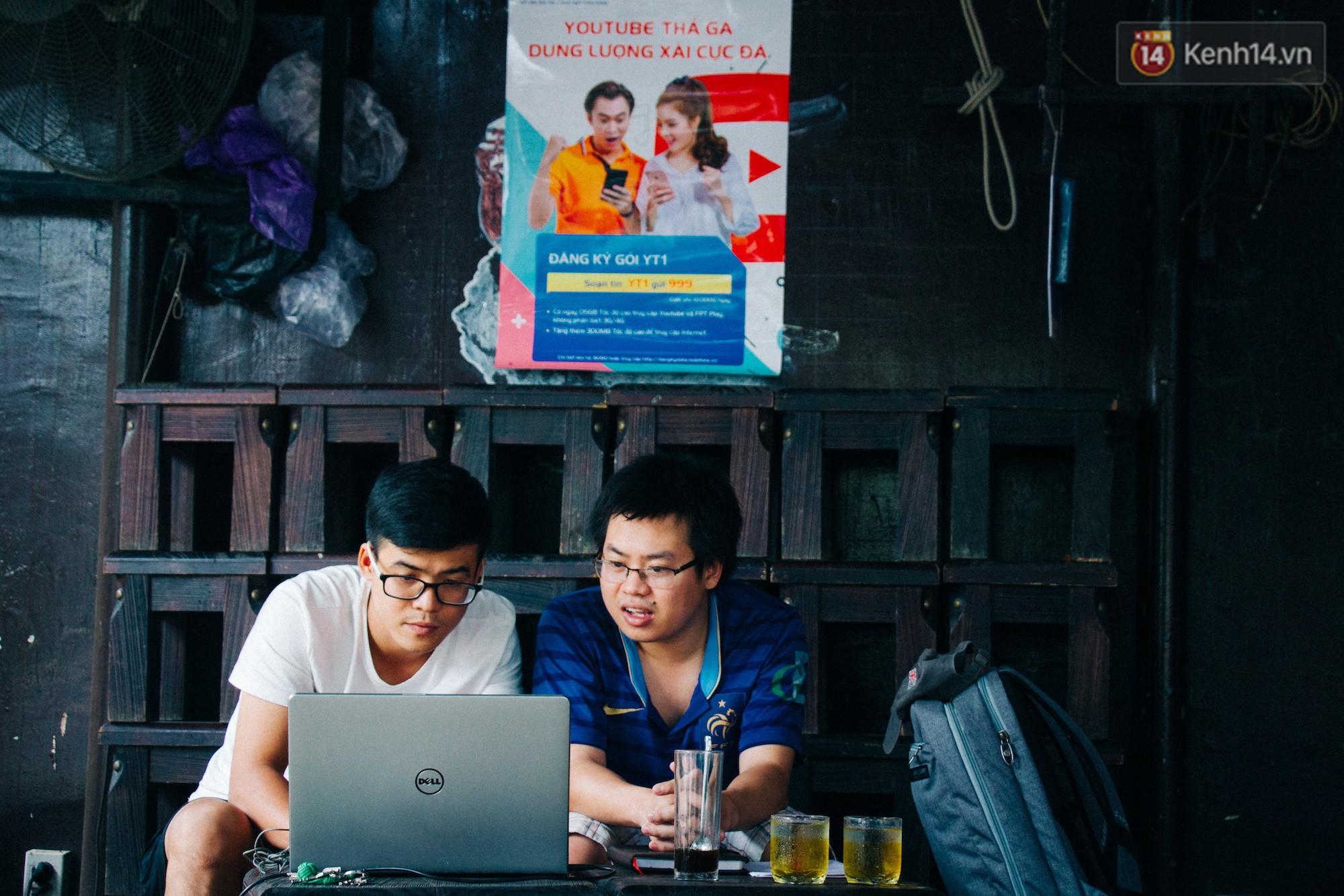 Chùm ảnh: Người Sài Gòn và thói quen uống cafe cóc từ lúc mặt trời chưa ló dạng cho đến chiều tà - Ảnh 12.