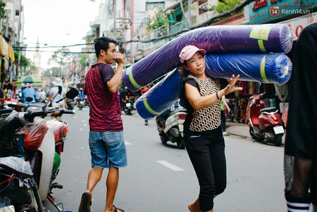 Chùm ảnh: Ghé thăm chợ Soái Kình Lâm - thiên đường vải vóc lâu đời và nhộn nhịp nhất ở Sài Gòn - Ảnh 14.