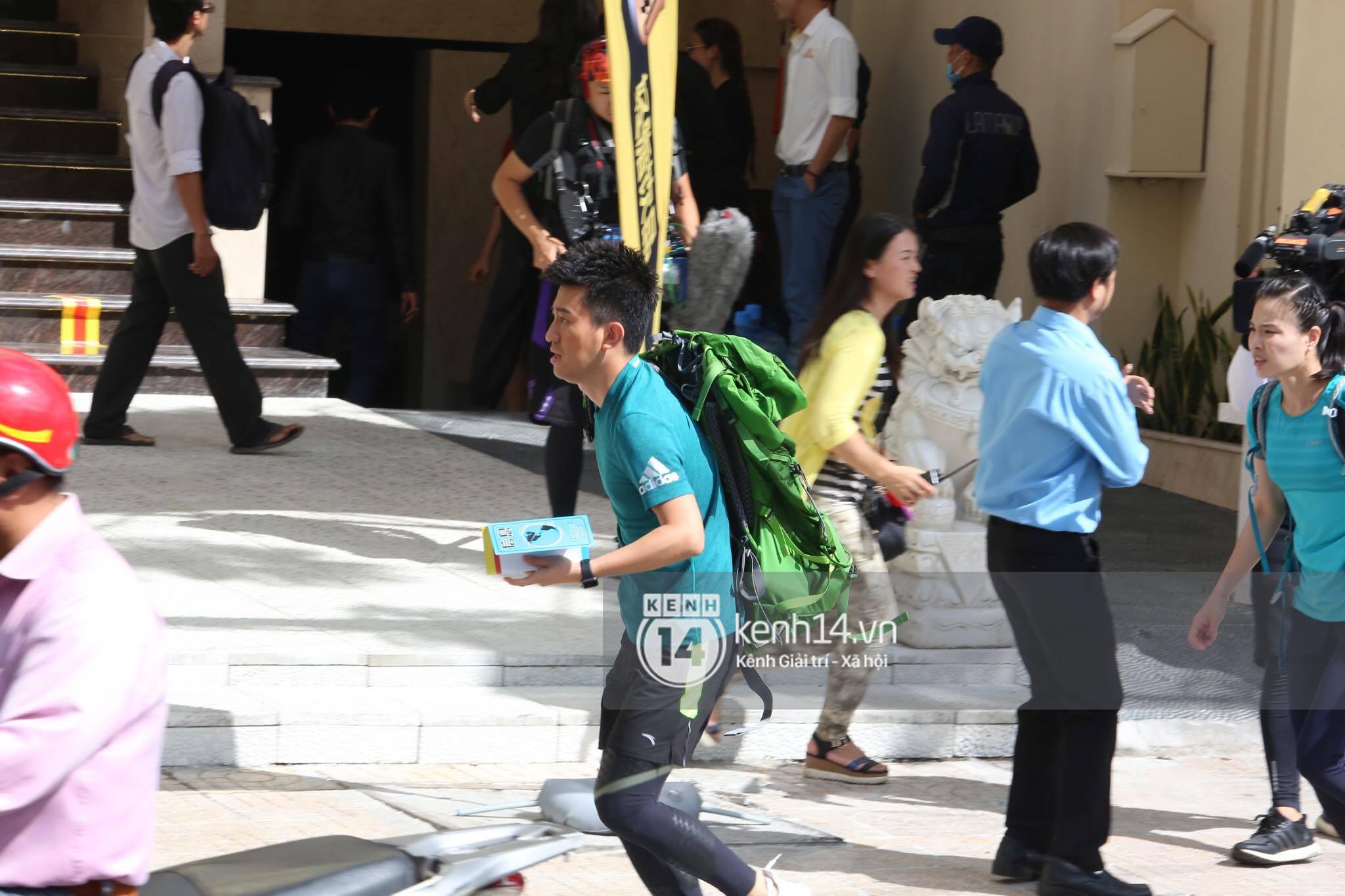 Amazing Race Trung Quốc tại Việt Nam: Vương Lệ Khôn - Trịnh Nguyên Sướng mặc áo dài, kiệt sức dưới trời nắng - Ảnh 37.