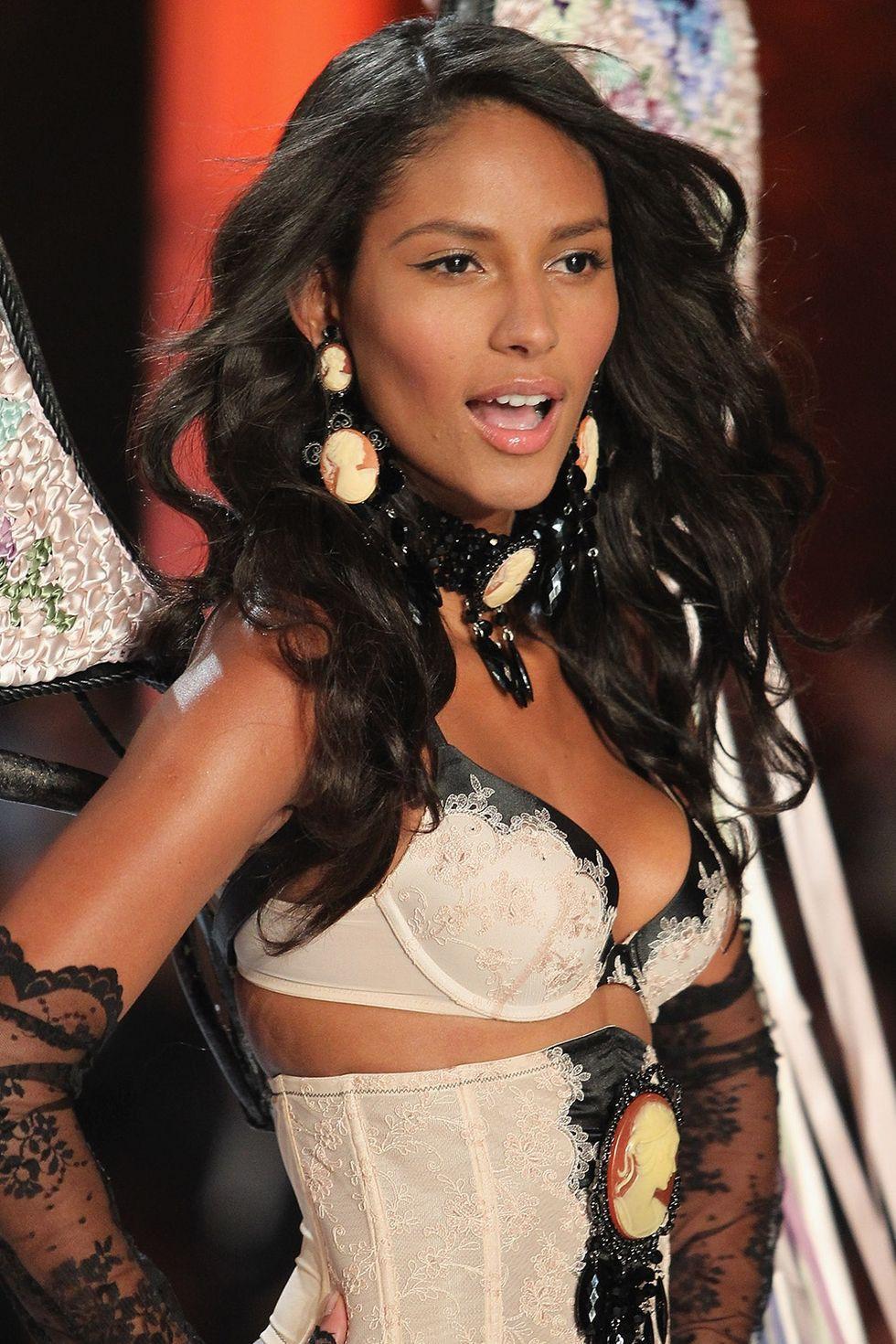 Cách makeup của thiên thần Victorias Secret 2 thập kỷ qua: luôn đơn giản, tự nhiên nhưng sexy đến tột cùng - Ảnh 14.