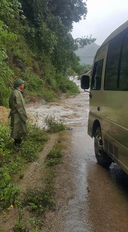 Nghệ An: Cán bộ Sở giao thông tử vong trên đường đi kiểm tra tình hình bão lũ - Ảnh 1.