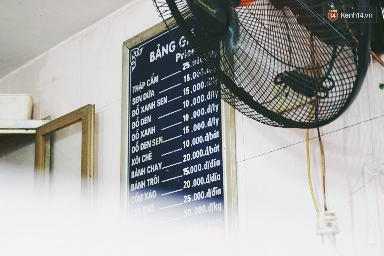 Người Hà Nội dậy sớm, xếp hàng chờ mua bánh trôi bánh chay đón Tết Hàn thực - Ảnh 3.