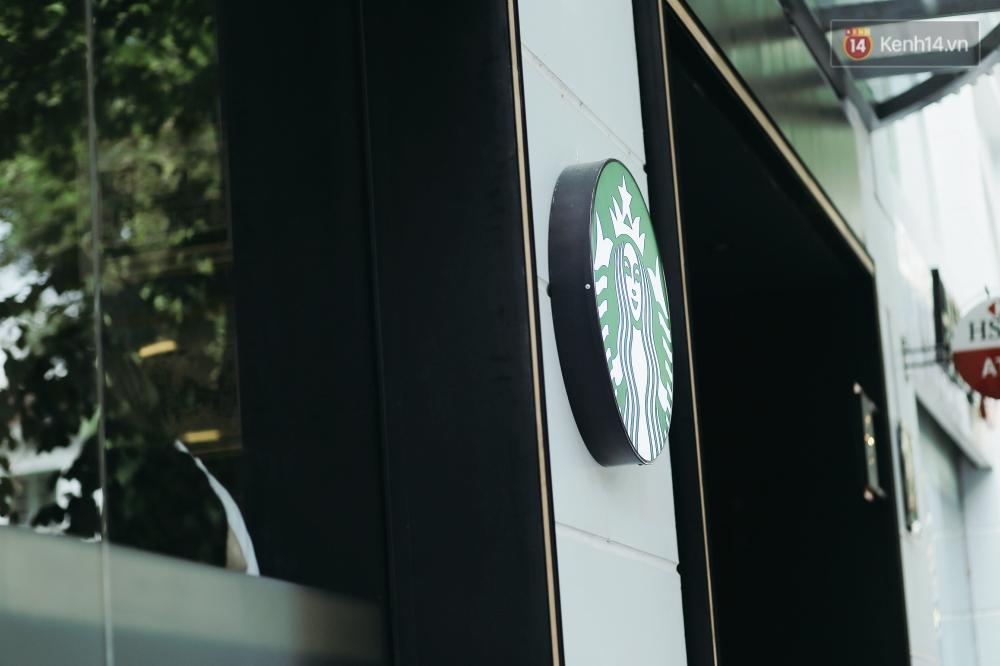 Một quán Starbucks hoành tráng đã thay thế Highlands Nhà Thờ - nơi bao hot boy, hot girl Hà Nội đã từng check-in! - Ảnh 1.